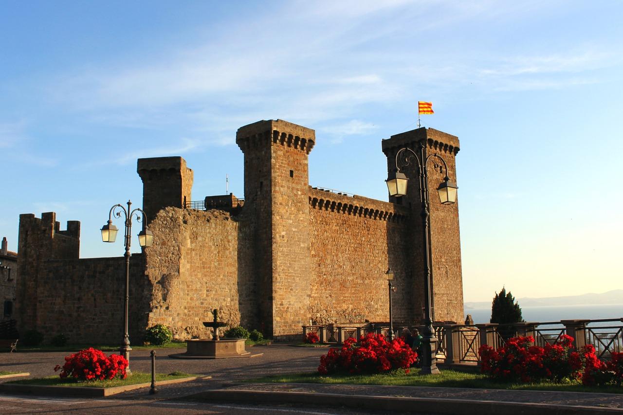 Rocca Monaldeschi Bolsena trekking vicino roma lazio